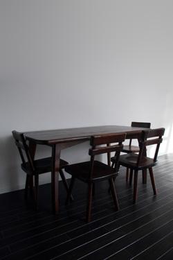 角丸ダイニングテーブルとTORIIチェア