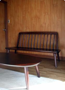 なごみベンチと楕円ティーテーブル