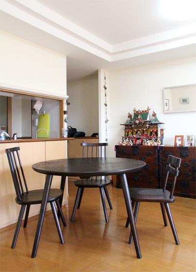 くるみの丸テーブル、スティックチェア、TORIIチェア